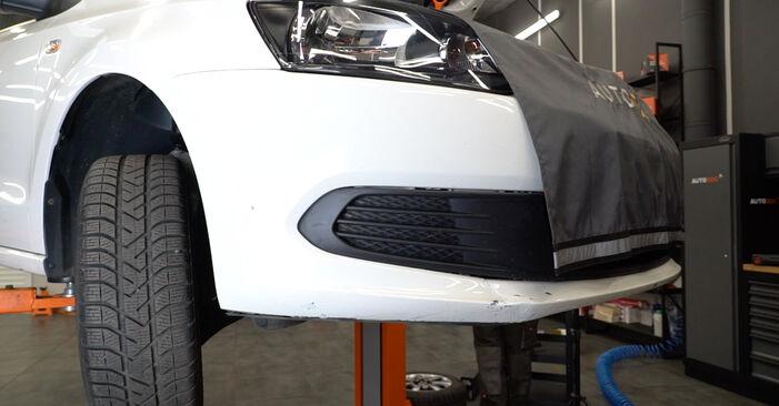 Hvordan man skifter Brændstoffilter på VW Polo Sedan (602, 604, 612, 614) 2021 - råd og tricks
