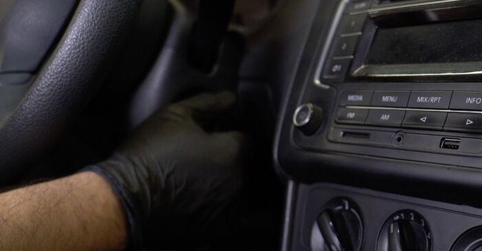 Trin-for-trin anbefalinger for gør-det-selv udskiftning på VW Polo 5 Sedan 2009 1.6 Brændstoffilter