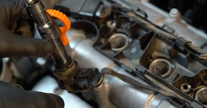 Comment remplacer Bougies d'Allumage sur VW Polo Berline (602, 604, 612, 614) 2014 : téléchargez les manuels PDF et les instructions vidéo