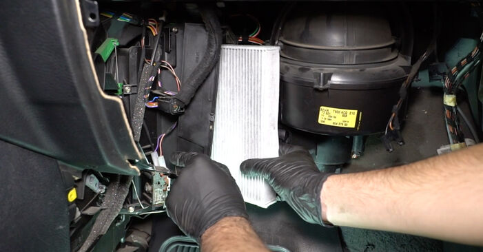 OPEL ZAFIRA 2.0 DTI 16V (F75) Pollen Filter replacement: online guides and video tutorials