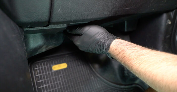Changing Pollen Filter on OPEL Zafira A (T98) 1.6 16V (F75) 2002 by yourself