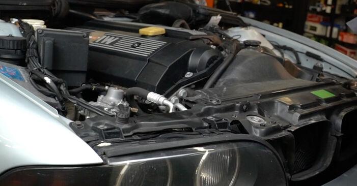 Zweckdienliche Tipps zum Austausch von Innenraumfilter beim BMW 5 Limousine (E39) 528i 2.8 2000