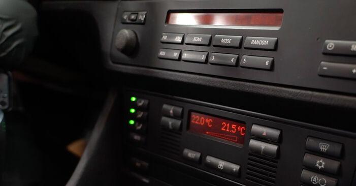 Wie Innenraumfilter BMW 5 Limousine (E39) 530d 3.0 1996 austauschen - Schrittweise Handbücher und Videoanleitungen
