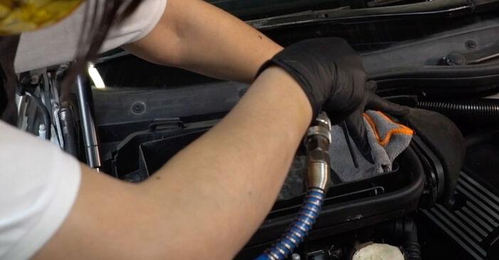 Innenraumfilter am BMW 5 Limousine (E39) 525d 2.5 2000 wechseln – Laden Sie sich PDF-Handbücher und Videoanleitungen herunter