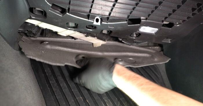 Audi A4 B8 Sedan 1.8 TFSI 2009 Filter notranjega prostora zamenjava: brezplačni priročnik delavnice