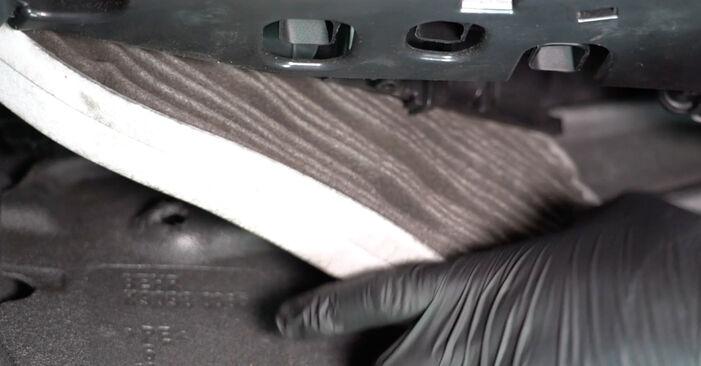 Så tar du bort AUDI A4 S4 3.0 quattro 2011 Kupefilter – instruktioner som är enkla att följa online