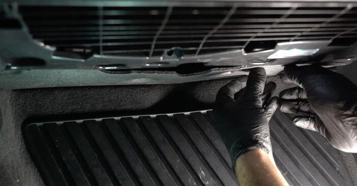 AUDI A4 2014 Kupefilter utbytesmanual att följa steg för steg
