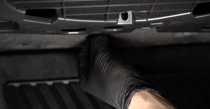 Så lång tid tar det att byta Kupefilter på Audi A4 B8 Sedan 2015 – informativ PDF-manual