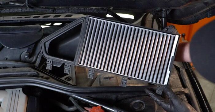 BMW 5 SERIES 520d 2.0 Innenraumfilter ausbauen: Anweisungen und Video-Tutorials online