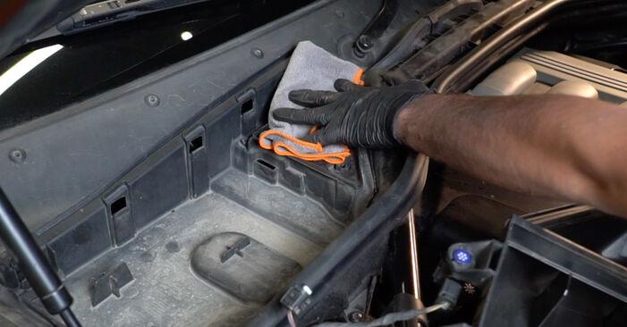 5 Limousine (E60) 525d 3.0 2002 525d 2.5 Innenraumfilter - Handbuch zum Wechsel und der Reparatur eigenständig
