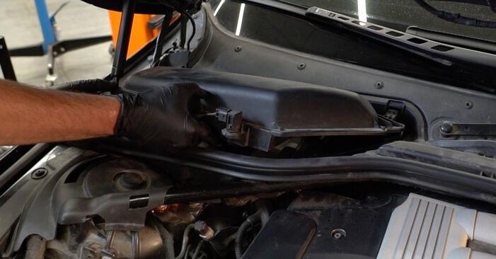 Wie Innenraumfilter BMW E60 530d 3.0 2001 tauschen - Kostenlose PDF- und Videoanleitungen