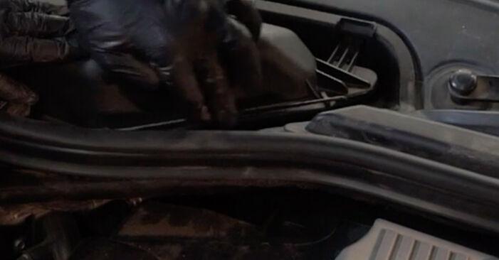 Innenraumfilter BMW E60 520d 2.0 2003 wechseln: Kostenlose Reparaturhandbücher