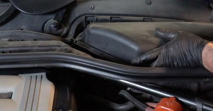 Wie schwer ist es, selbst zu reparieren: Innenraumfilter BMW E60 530i 3.0 2007 Tausch - Downloaden Sie sich illustrierte Anleitungen