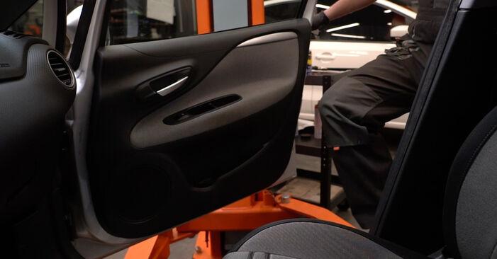 Wie Innenraumfilter Fiat Punto 199 1.3 D Multijet 2008 tauschen - Kostenlose PDF- und Videoanleitungen