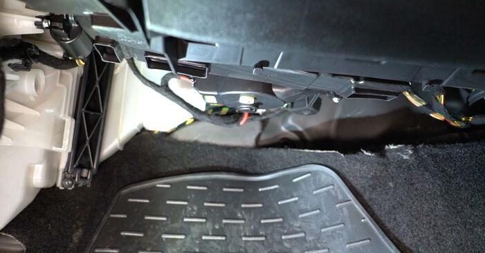 Wechseln Innenraumfilter am FIAT GRANDE PUNTO (199) 1.4 16V 2011 selber
