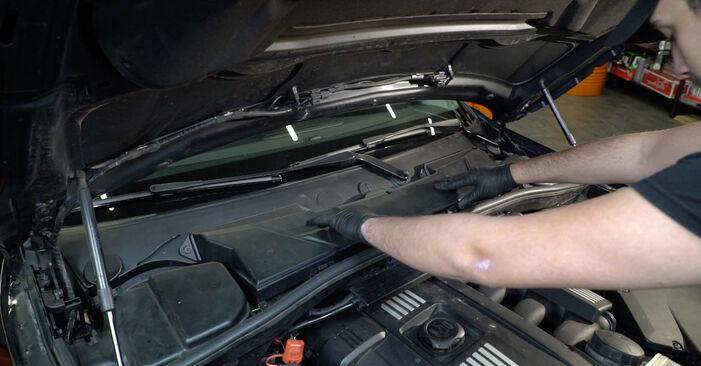 BMW 1 SERIES 123d 2.0 Interieurfilter vervangen: online handleidingen en tutorials