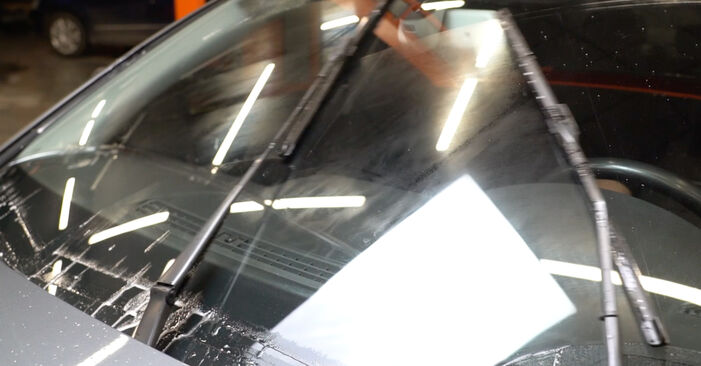 AUDI A4 3.0 TDI quattro Wiper Blades replacement: online guides and video tutorials