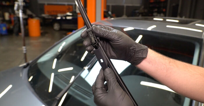 How hard is it to do yourself: Wiper Blades replacement on Audi A4 B8 Saloon 1.8 TFSI 2013 - download illustrated guide