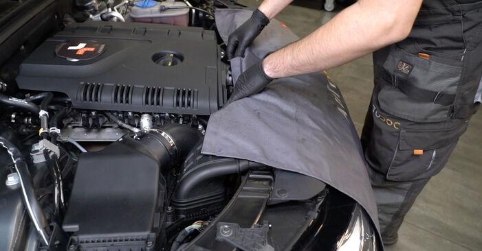 Πώς να αντικαταστήσετε AUDI A4 Sedan (8K2, B8) 2.0 TDI 2008 Μπουζί - εγχειρίδια βήμα προς βήμα και οδηγοί βίντεο