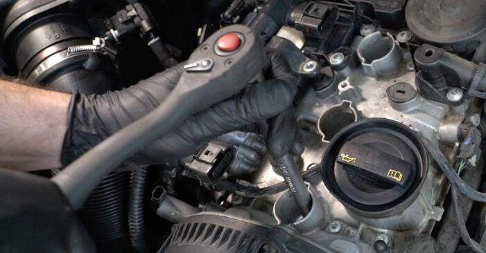 AUDI A4 2014 Μπουζί: εγχειρίδιο αντικατάστασης βήμα προς βήμα