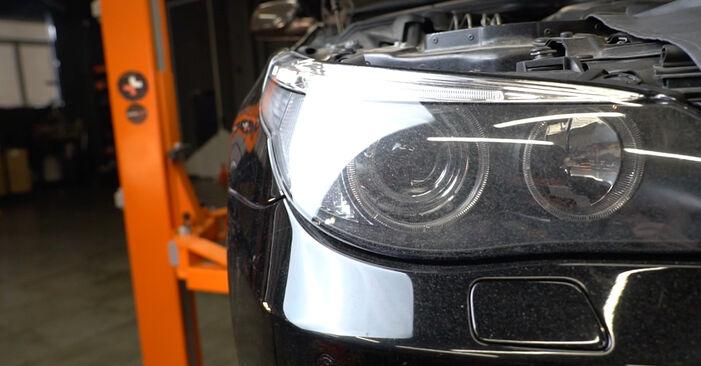 Wie man Kraftstofffilter beim BMW E60 2001 wechselt - Gratis PDF- und Video-Tutorials