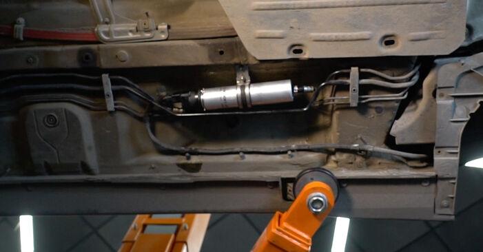 BMW E60 525d 2.5 2003 Kraftstofffilter wechseln: Gratis Reparaturanleitungen