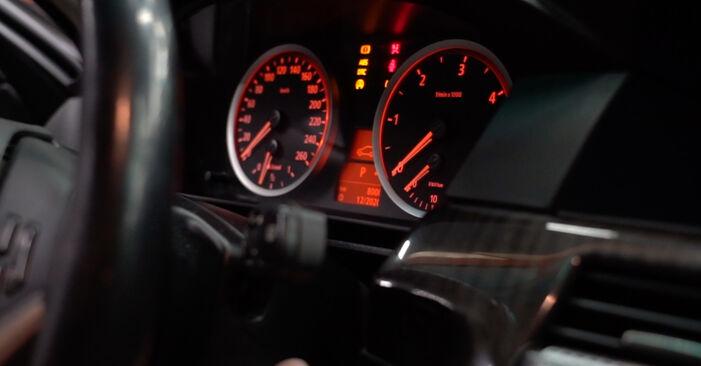 Wie man BMW 5 SERIES 525d 3.0 2005 Kraftstofffilter wechselt - Einfach nachzuvollziehende Tutorials online