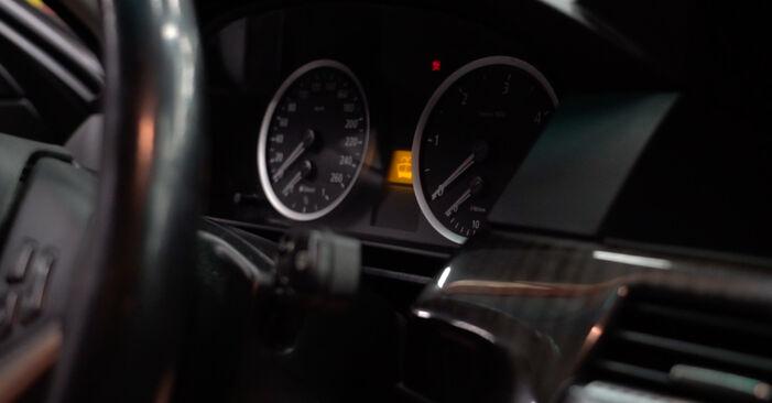 Wie man Kraftstofffilter beim BMW 5 Limousine (E60) 2006 austauscht – Downloaden Sie sich PDF-Anleitungen und Video-Tutorials