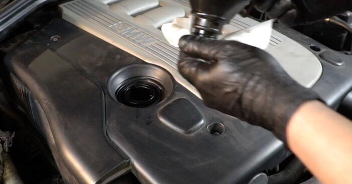 Pakāpeniski ieteikumi patstāvīgai BMW E60 2004 525d 3.0 Eļļas filtrs nomaiņai