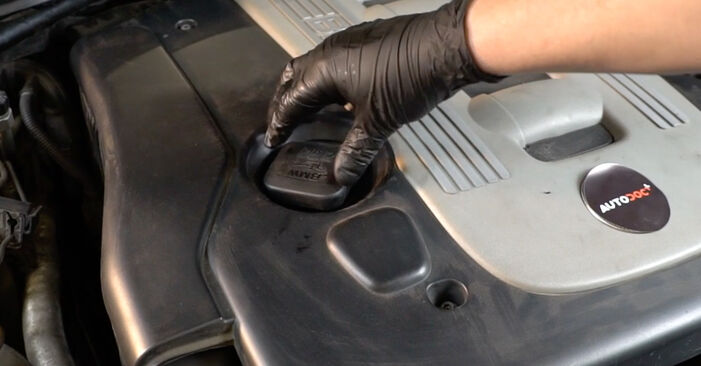 BMW 5 Limousine (E60) 520d 2.0 2005 Ölfilter selbst austauschen - DIY-Anleitung online
