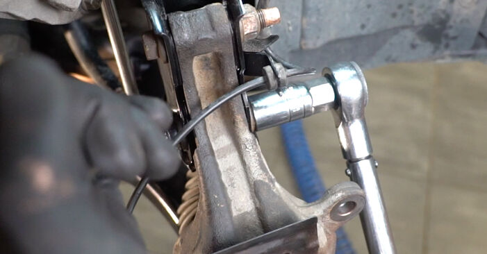 Stufenweiser Leitfaden zum Teilewechsel in Eigenregie von Nissan Qashqai j10 2011 1.6 dCi Radlager