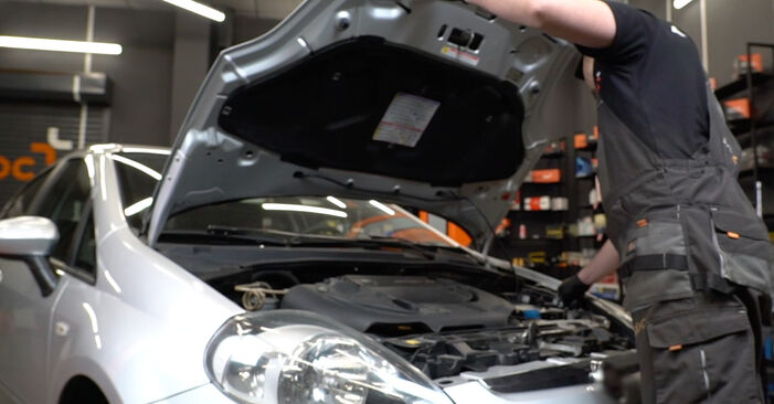 Wie Kraftstofffilter Fiat Punto 199 1.3 D Multijet 2008 tauschen - Kostenlose PDF- und Videoanleitungen