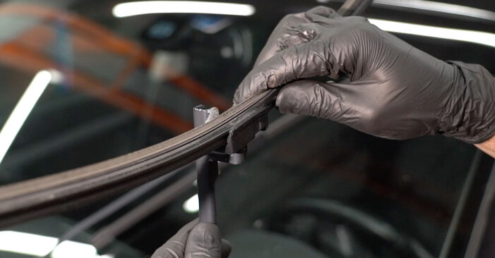 How to remove SKODA OCTAVIA 2.0 TDI 4x4 2008 Wiper Blades - online easy-to-follow instructions
