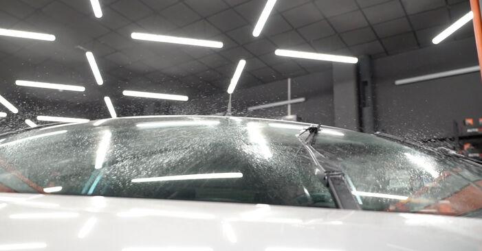 Comment remplacer Essuie-Glaces sur FORD Fiesta Mk6 3/5 portes (JA8, JR8) 2013 : téléchargez les manuels PDF et les instructions vidéo