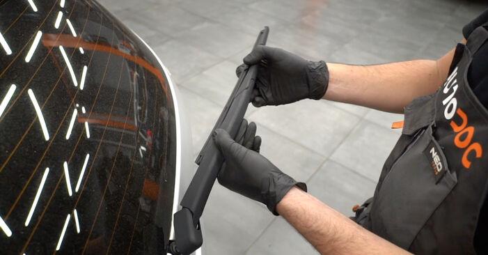 Cómo reemplazar Escobillas de Limpiaparabrisas en un FORD Fiesta Mk6 Hatchback (JA8, JR8) 1.25 2009 - manuales paso a paso y guías en video