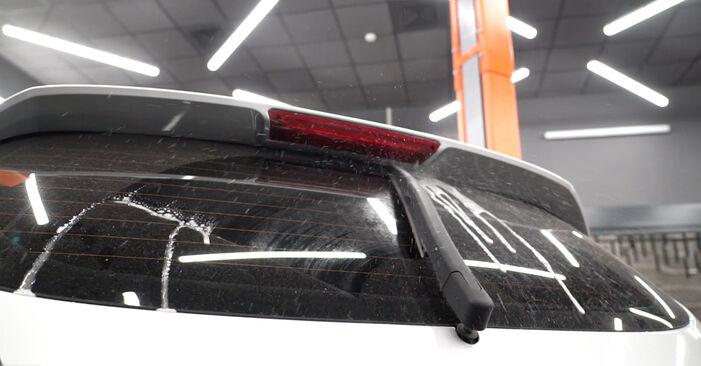 Cómo reemplazar Escobillas de Limpiaparabrisas en un FORD Fiesta Mk6 Hatchback (JA8, JR8) 2013: descargue manuales en PDF e instrucciones en video