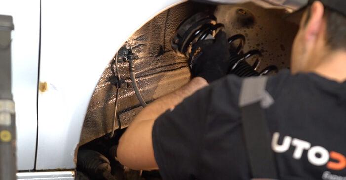 VW POLO 2008 Fjädrar utbytesmanual att följa steg för steg