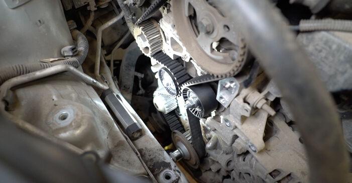 Hvordan man skifter Vandpumpe + Tandremssæt på FORD Fiesta Mk6 Hatchback (JA8, JR8) 2020 - råd og tricks