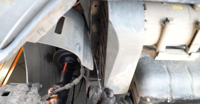 Hvor lang tid tager en udskiftning: Vandpumpe + Tandremssæt på Ford Fiesta ja8 2016 - informativ PDF-manual