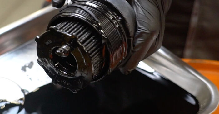 Wechseln Ölfilter am FORD Fiesta Mk6 Schrägheck (JA8, JR8) 1.5 TDCi 2011 selber