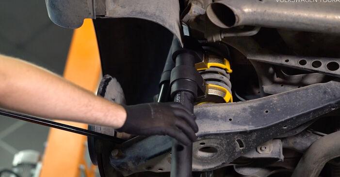 Jak vyměnit Odpruzeni na VW TOURAN (1T3) 2010 - tipy a triky