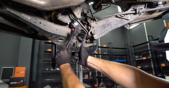 Jak dlouho trvá výměna: Odpruzeni na autě Touran 1t3 2012 - informační PDF návod