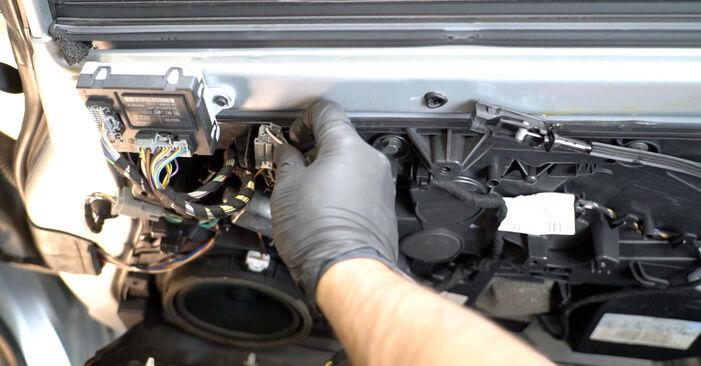 Sostituendo Specchietti Retrovisori su Ford Fiesta ja8 2018 1.25 da solo