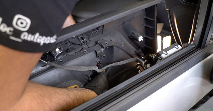 How hard is it to do yourself: Wing Mirror replacement on Ford Fiesta ja8 1.4 2014 - download illustrated guide