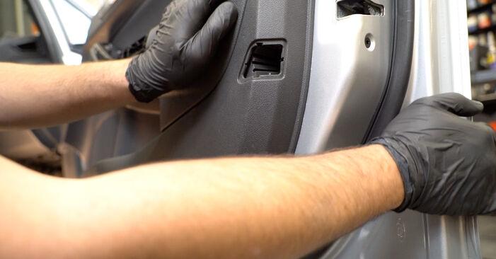 La sostituzione di Specchietti Retrovisori su Ford Fiesta ja8 2016 non sarà un problema se segui questa guida illustrata passo-passo