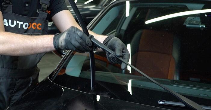 Så tar du bort BMW 1 SERIES 125i 3.0 2010 Torkarblad – instruktioner som är enkla att följa online