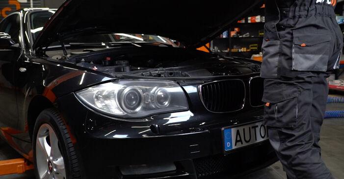 Kaip pakeisti Uždegimo žvakė la BMW E82 2001 - nemokamos PDF ir vaizdo pamokos
