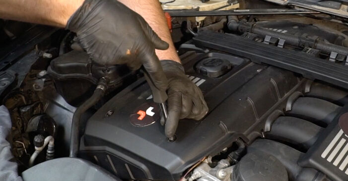 BMW 1 SERIES 123d 2.0 Uždegimo žvakė keitimas: internetiniai gidai ir vaizdo pamokos