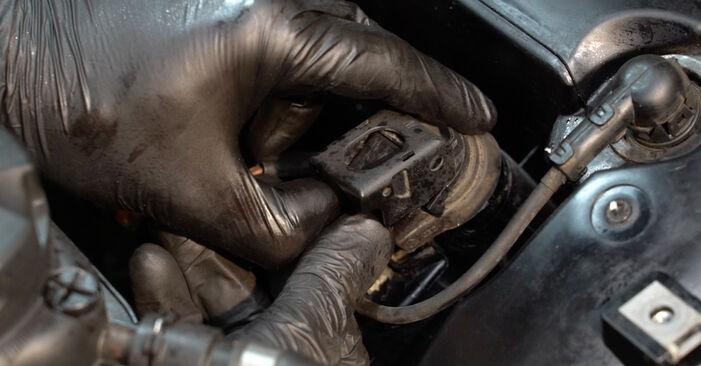 BMW 1 SERIES 2008 Uždegimo žvakė išsami keitimo instrukcija