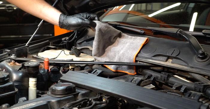 Kiek užtrunka keitimas: BMW E82 2009 Uždegimo žvakė - informatyvi PDF instrukcija